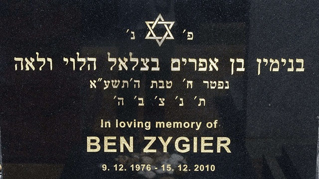 The-headstone-of-Ben-Zygi-012